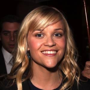 Reese Witherspoon n'a pas un menton très flatteur. Mais quand elle sourit de la sorte, c'est pire.