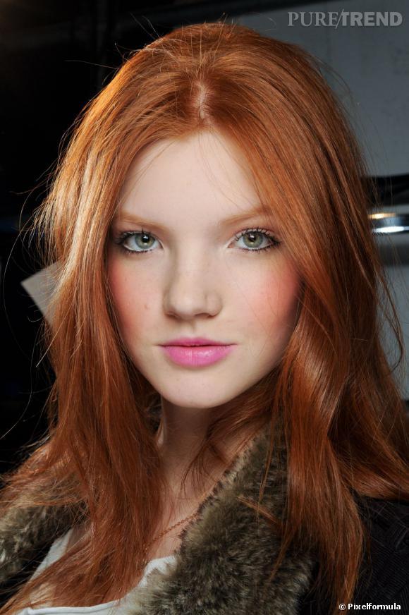 Le blush permet d'égayer votre teint et vous donne bonne mine. Rose sur les peaux pâles ou abricot sur les teints hâlés, trouvez le fard à joues qu'il vous faut.