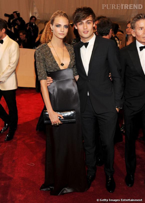 Incontournable, la jeune femme participe même au très select Costume Intitute Gala en 2011 au bras de Douglas Booth, également égérie Burberry Prorsum.