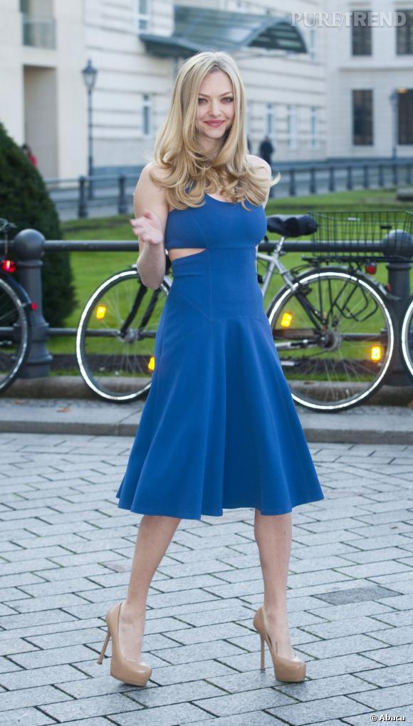 Amanda Seyfried porte le bleu à merveille.