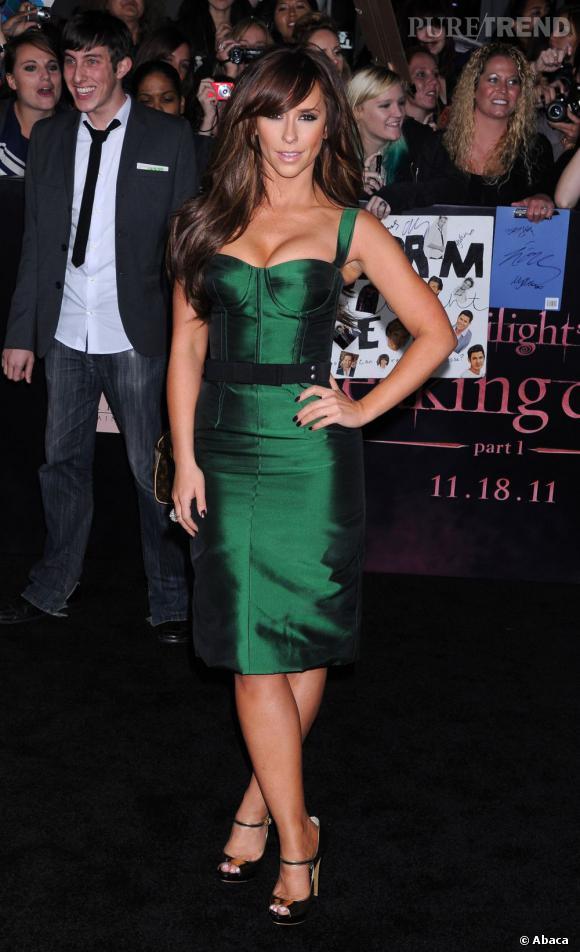 """Pulpeuse à souhait, Jennifer Love Hewitt minaude à la première du dernier """"Twilight""""."""