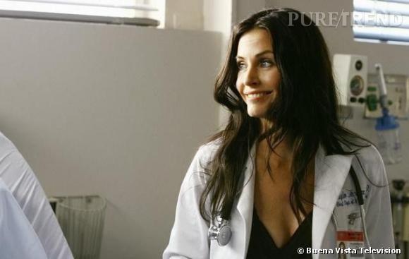 Courteney Cox s'impose comme chef de service à l'Hôpital du Sacré Coeur pendant plusieurs épisodes. Assez psychopathe dans son genre, elle a une phobie monstre des araignées mais n'a aucun scrupule à utiliser ses patients malades.