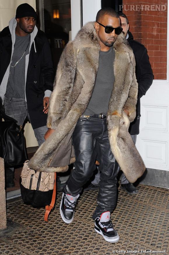 Kanye West, digne représentant de la gente masculine pour ce diapo, arbore quant à lui un manteau bien voyant. Un côté très bling-bling assez habituel pour le rappeur.