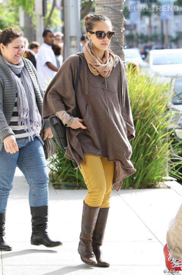 Jessica Alba en balade dans les rues de Los Angeles.