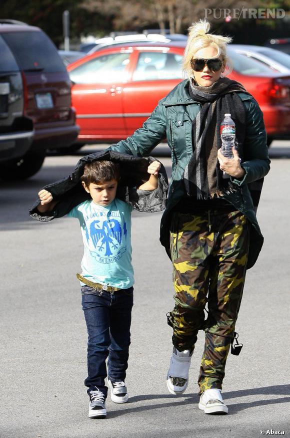 Gwen Stefani en tenue de parachutiste.