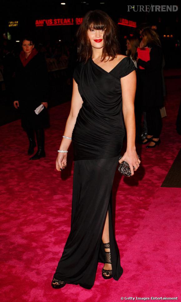 Place au drapé sensuel d'une robe Croisière 2010 pour Gemma Arterton qui se dote ainsi d'une allure plus que glamour.