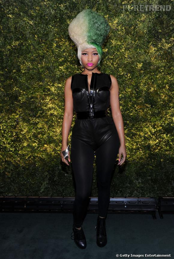 Si la maison habille des femmes chic comme Gwyneth Platrow, elle s'adapte également au style nettement plus frappé de Nicki Minaj ici en total look Wang, une paire de botts Dakota aux pieds.