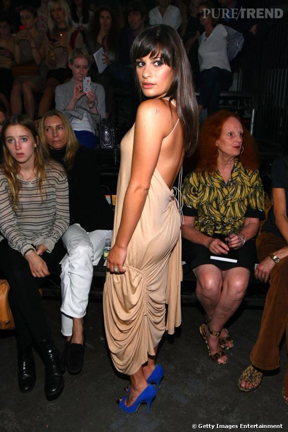 Lea Michele joue avec le côté loose d'une robe débardeur Alexander Wang pour faire grimper sa cote de séduction.