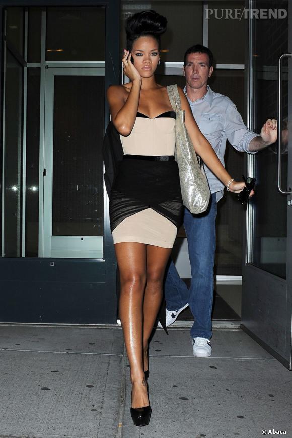 Si elle joue souvent les rebelles urbaines avec des tenues jeans et cuir, Rihanna mise parfois pour des modèles nettement plus sexy avec toujours ce jeu de drapé bien reconnaissable.