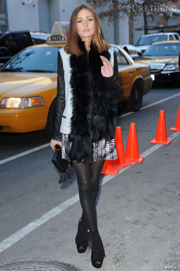 """Même la chicissime Olivia Palermo craque. Elle utilise une veste cuir et denim pour donner une touche un peu plus """"street"""" à son allure girly."""