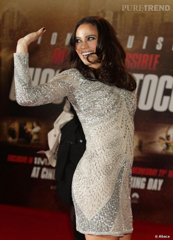 """Paula Patton prend la pose lors de la première londonienne de """"Mission Impossible : Le Protocole Fantôme""""."""