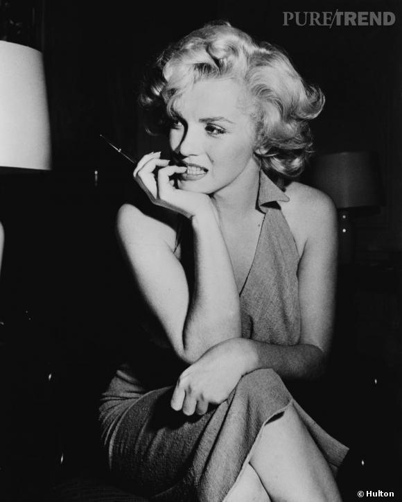 Marilyn et sa collection de petites robes midi.