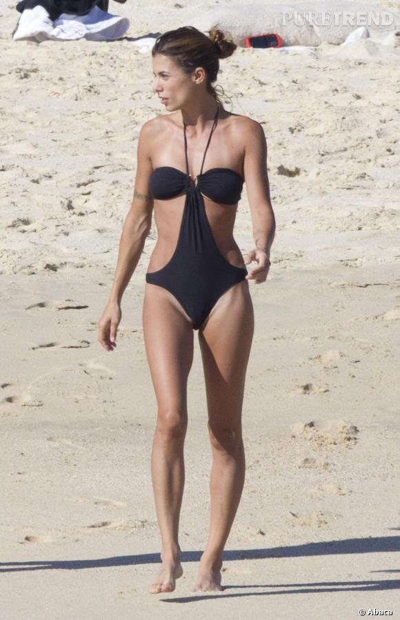 La très sculpturale Elisabetta Canalis opte pour un trikini sexy mais peu pratique pour les marques de bronzage.