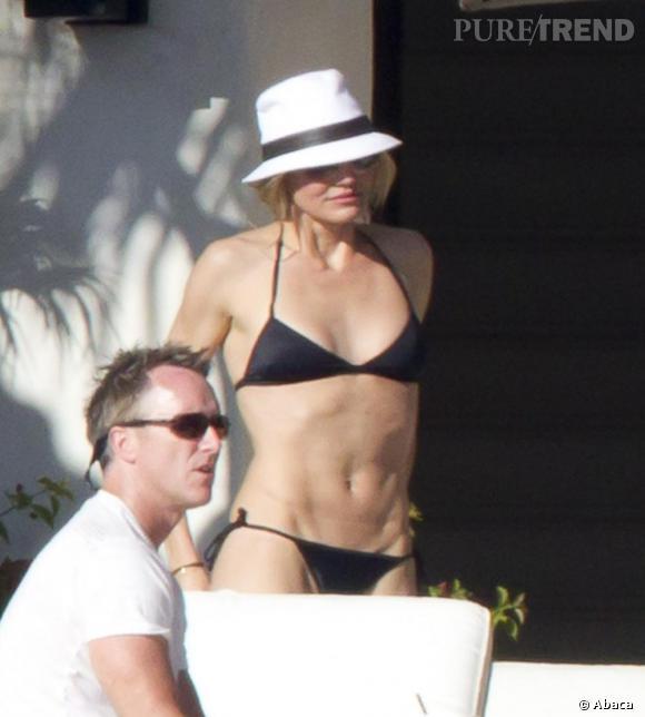Pour Cameron Diaz, également fan de Cabo, quand les températures baissent, le fedora est de sortie, coordonné au bikini noir.