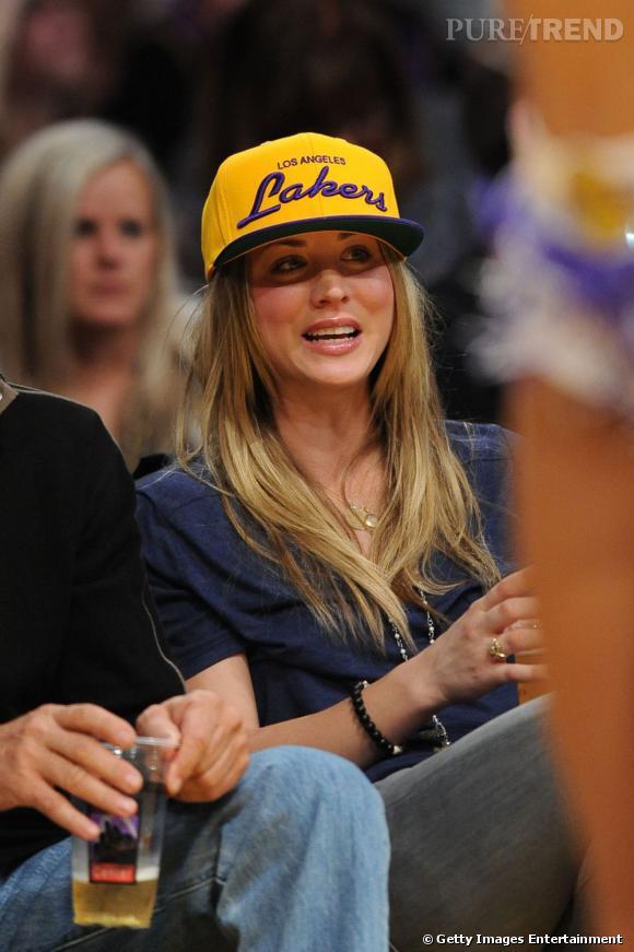 Kaley Cuoco au match des Lakers à Los Angeles.