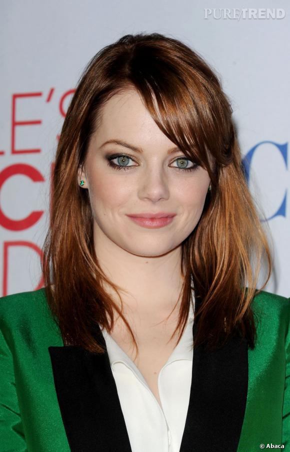 Avec des yeux aussi verts que sa veste, Emma Stone fait carton plein sur red carpet.
