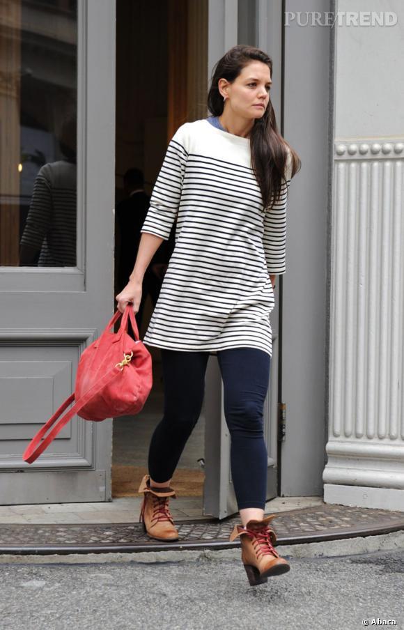 Katie Holmes porte des bottines qui apportent une touche de style à son ensemble.