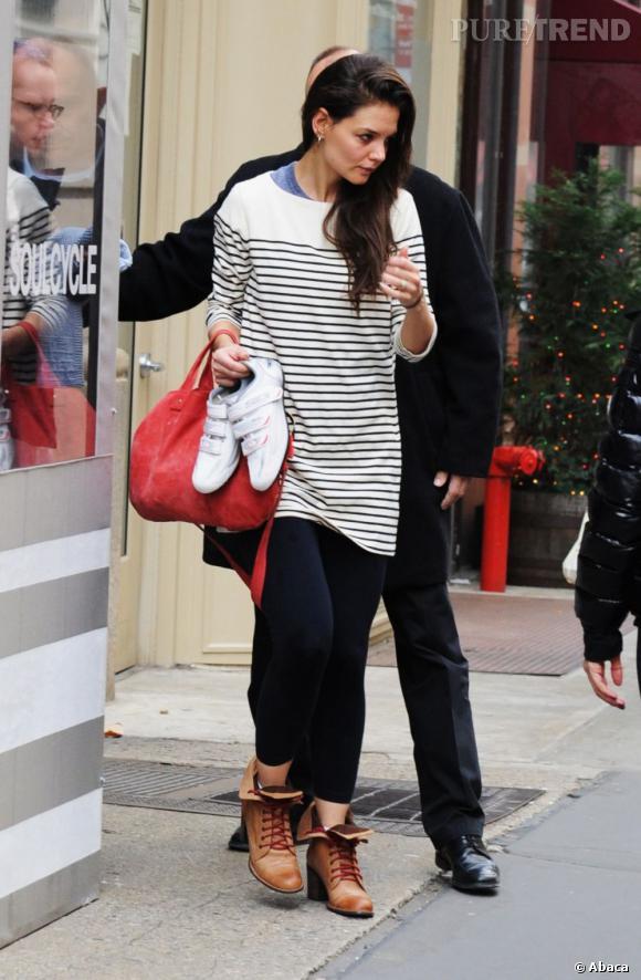 Katie Holmes dans les rues de New York en plein shopping.