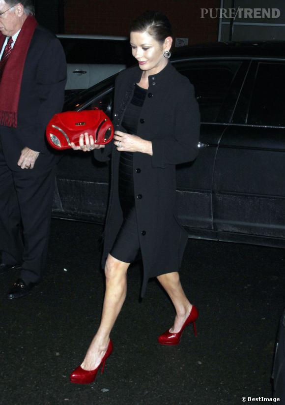 Catherine Zeta Jones, très chic et élégante dans sa tenue de soirée.