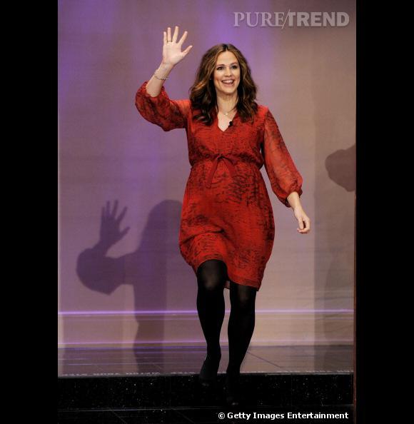 """Jennifer Garner participe à l'émission """"The Tonight Show"""" et pour l'occasion... elle porte une robe !"""