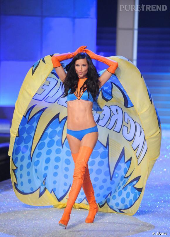 Adriana Lima au défilé Victoria's Secret 2011.