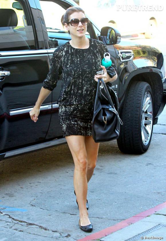 Kate Walsh affiche une tenue décontractée un peu triste dans les rues de Los Angeles.
