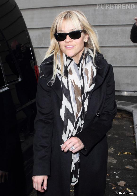 """Reese Witherspoon arrive à Paris pour la promotion de son nouveau film """"Target""""."""
