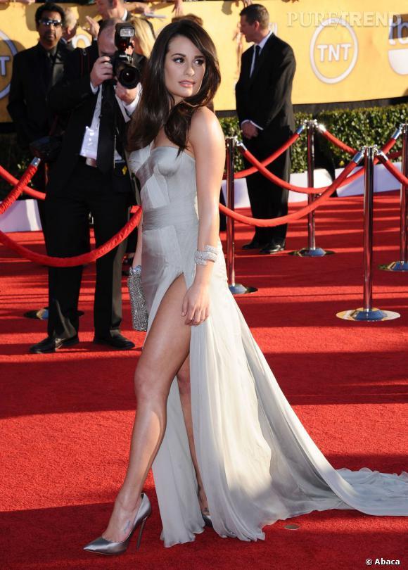 Lea Michele a craqué pour la robe de Vestale Haute Couture, mais pas pour les bottes hautes en cuir découpé. Les escarpins : une valeur sûre !