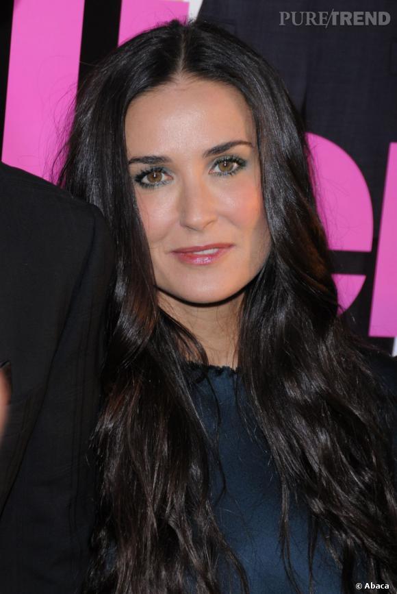 Le top beauty look :  Le teint hâlé et les yeux soulignés, Demi Moore est superbe.