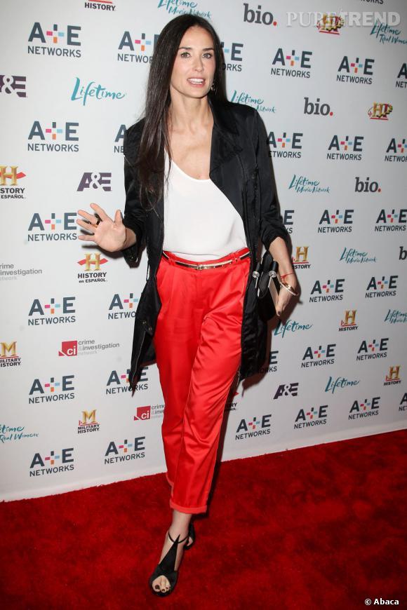 Le top pantalon large :  Demi Moore mise cette fois-ci sur une forme chino. Mince, elle flatte parfaitement sa silhouette.