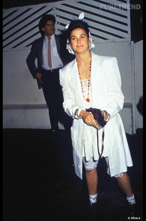 Le flop 1ère apparition :  Demi Moore, méconnaissable dans cet ensemble blanc.