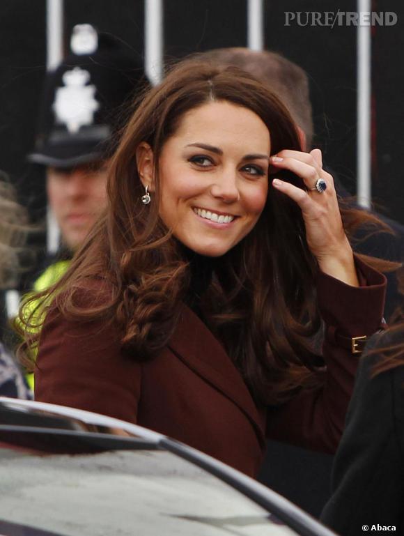 Kate Middleton visite un bar de boissons sans alcool à Liverpool.