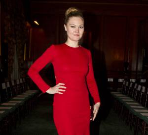 Julia Stiles front row chez Bill Blass.