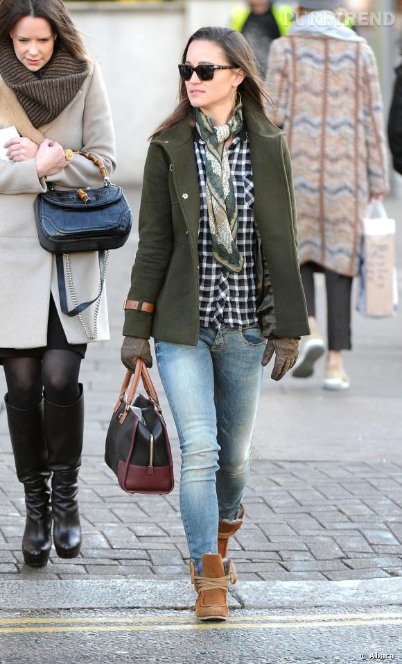 Pippa Middleton craque pour une chemise à carreaux Maje.