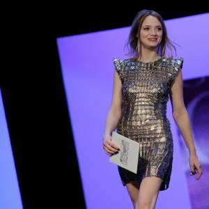 Sara Forestier, futuriste ce soir-là en Paco Rabanne Printemps-Eté 2012.