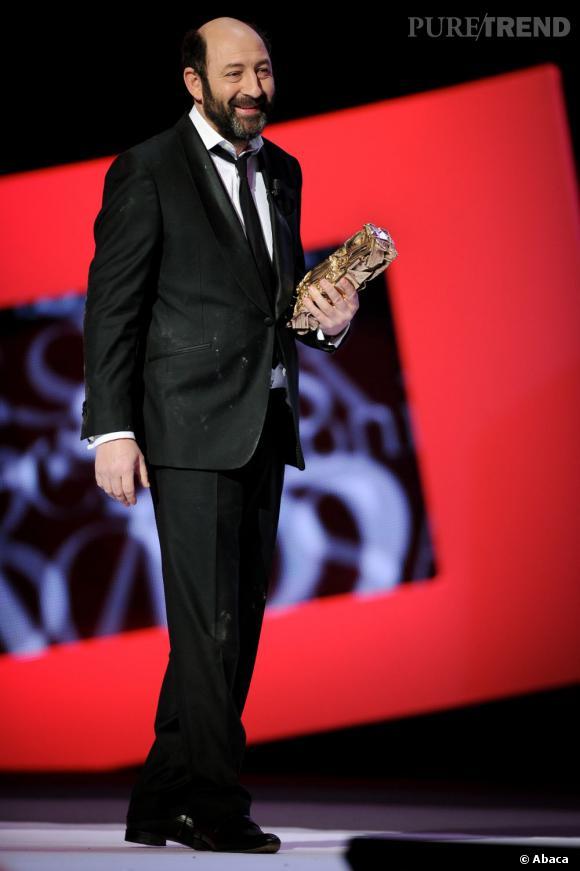 Kad Merad venu remettre le prix de meilleure actrice dans un second rôle à Carmen Maura.