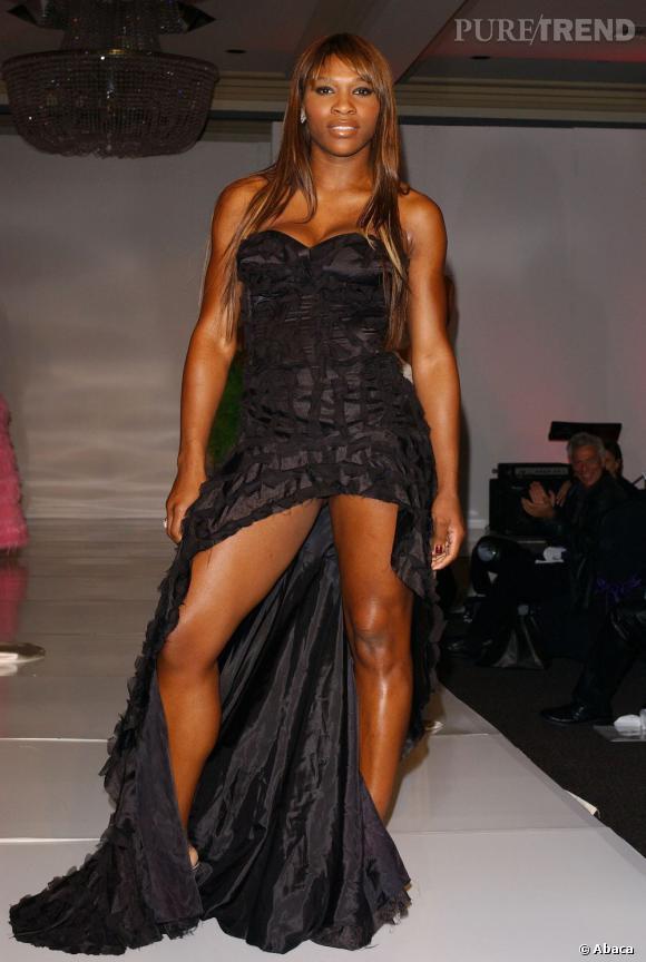 """Le flop """"mini mini"""" :  visiblement fière de ses jambes, la tenniswoman opte pour le très très court."""