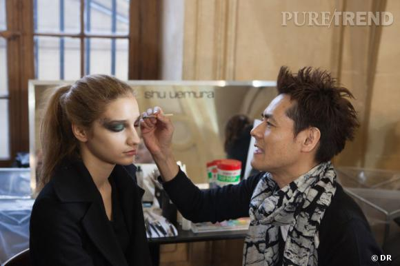Kakuyasu Uchiide, make up artist Shu Uemura, a conçu ce maquillage afin de rappeler l'esprit de la collection.