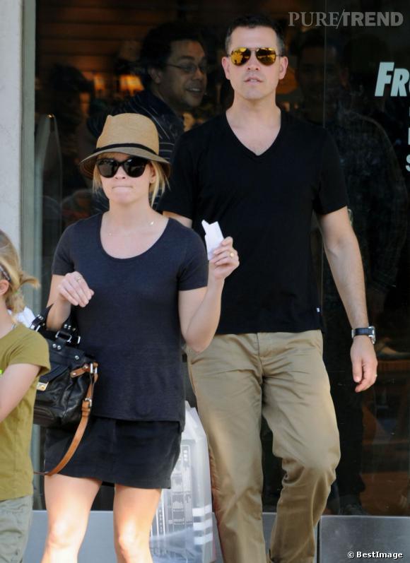 Reese Witherspoon et sa famille dans les rues de Los Angeles.