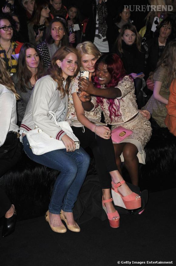 Une photo façon groupie en front row, le tour de force d'Azealia avec Lana Del Rey et Pixie Geldof.