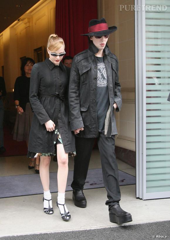 Marilyn Manson se console dans les bras de la belle Evan Rachel Wood jusqu'à 2010.