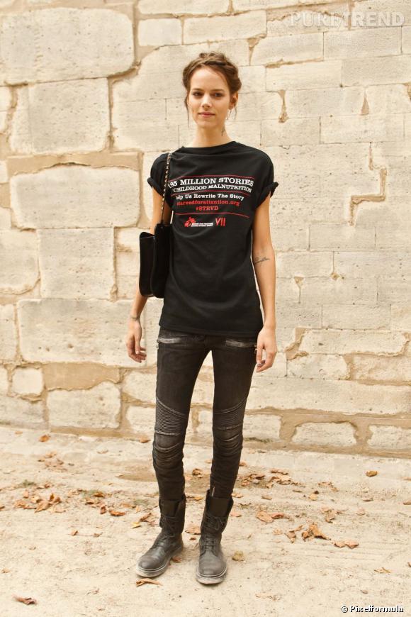 Préférée de Karl Lagerfeld, Freja Beha (Erichsen) doit son succès à son côté androgyne qui lui permet de jouer les garçons manqués comme les nymphettes chez Valentino. A la ville, elle cultive une aura grunge 90's.