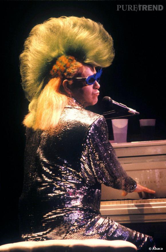 Elton John, sûrement le plus déjanté des chanteurs british et une icône gay très engagée.