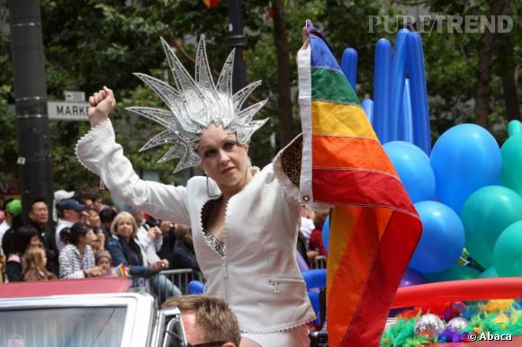 Cyndi Lauper, la chanteuse exubérante et activiste de la cause gay.