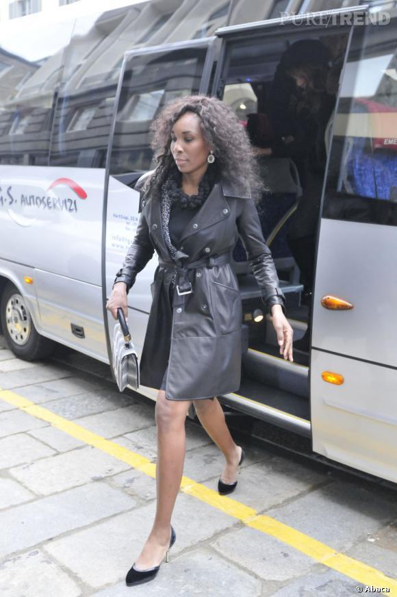Venus Williams ose le petit trench en cuir.
