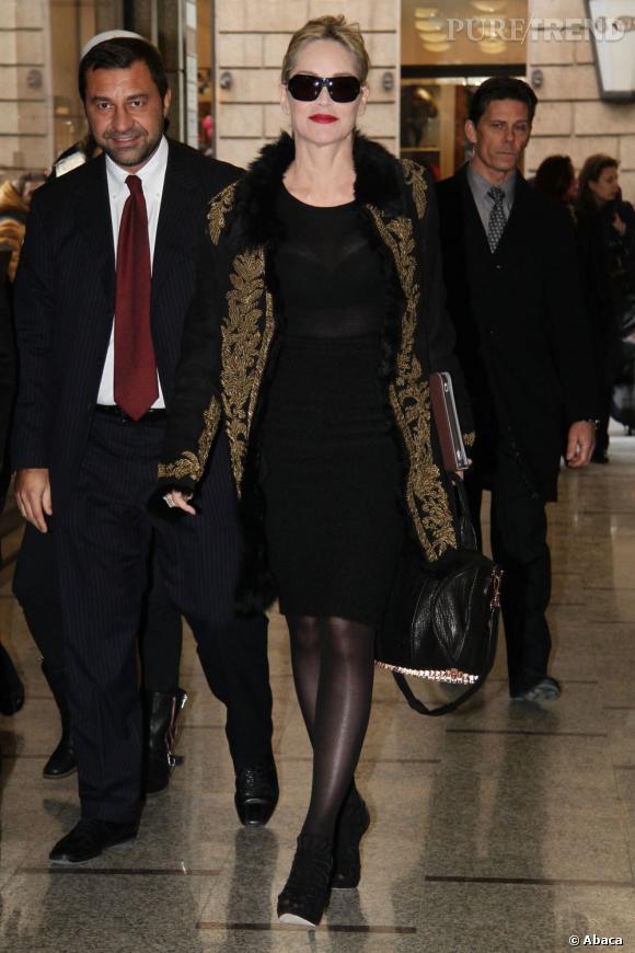 La surprise : Sharon Stone et son it-bag Alexander Wang.