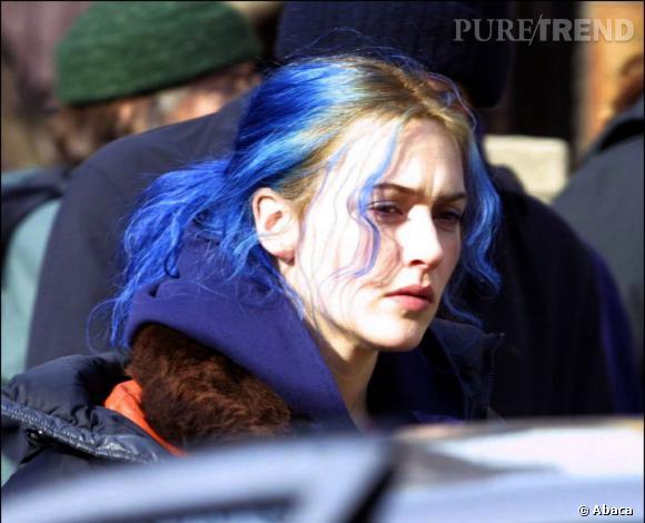 Kate Winslet s'est essayée aux cheveux bleus dans  Eternal Sunchine of the Spotless Mind . Cette couleur originale lui allait assez bien.