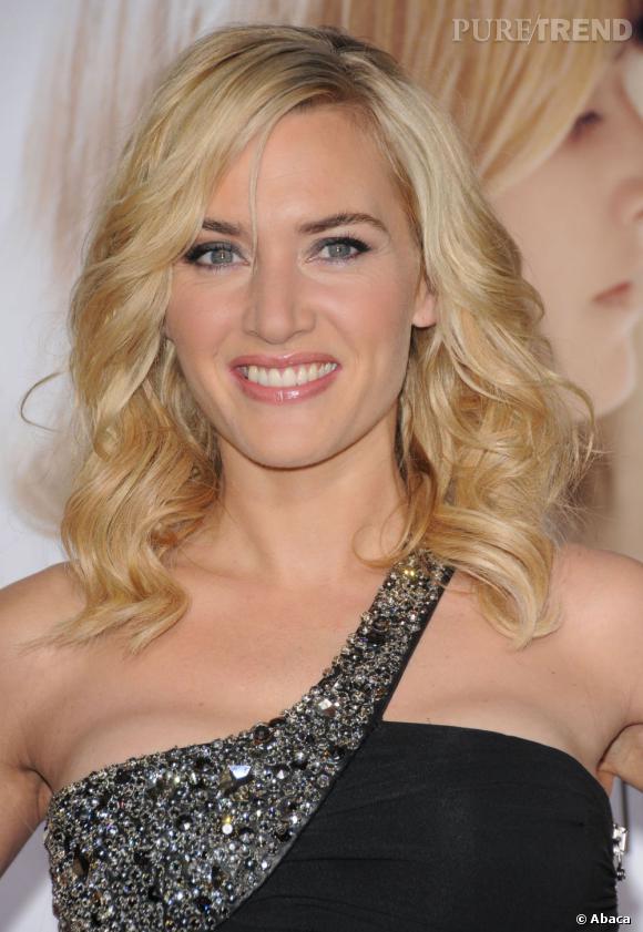 Le carré ondulé et long est la coiffure qui convient le mieux à Kate Winslet. Côté couleur, ce blond lumineux met l'accent sur son joli teint.