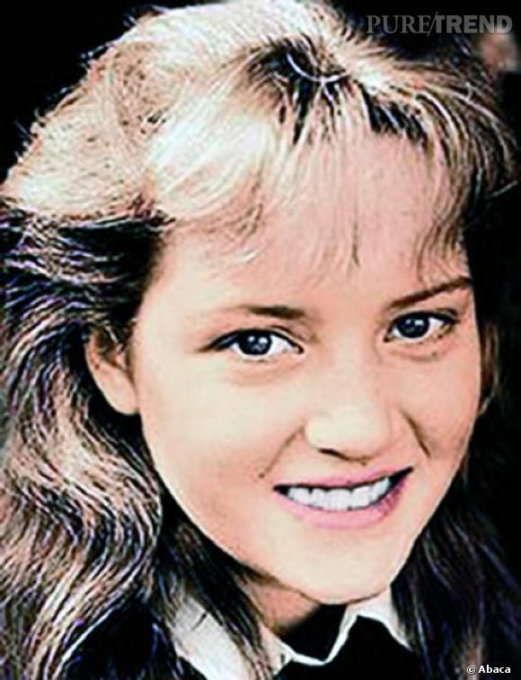 Pour le plaisir de voir Kate Winslet avec cette coiffure typique des années 80 : volume mal dosé et frange éparse et gonflée.