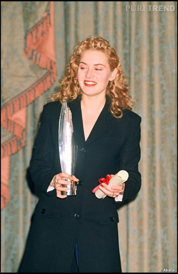 Kate Winslet arbore ici une couleur difficilement identifiable : roux, blond, or ?